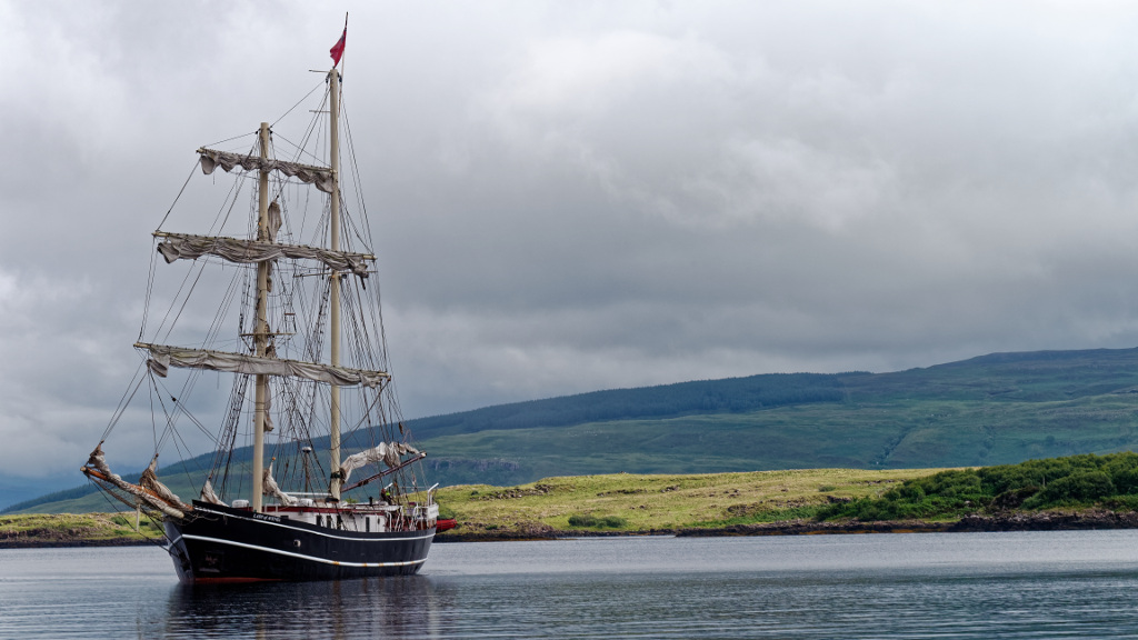 The Brigantine Lady Of Avenel anchors near us in Tobermory